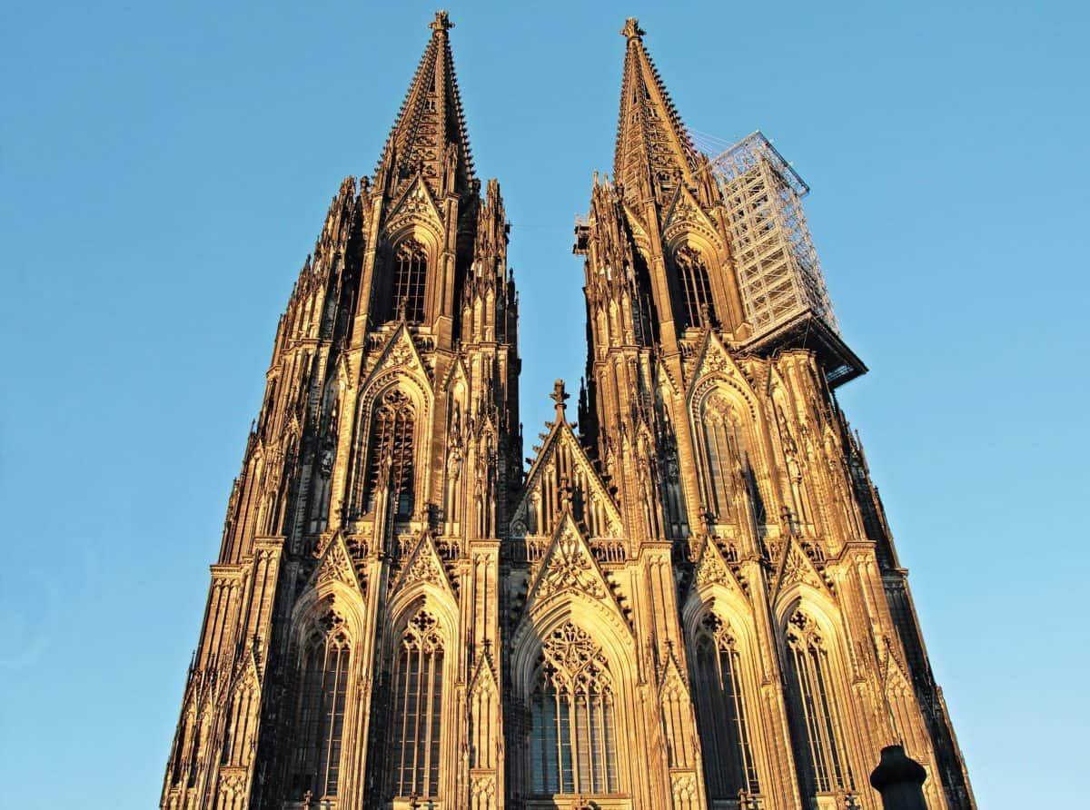 ο καθεδρικός ναός, πόλη, αρχιτεκτονική, μπλε του ουρανού, θρησκεία, πόλη, Πύργος