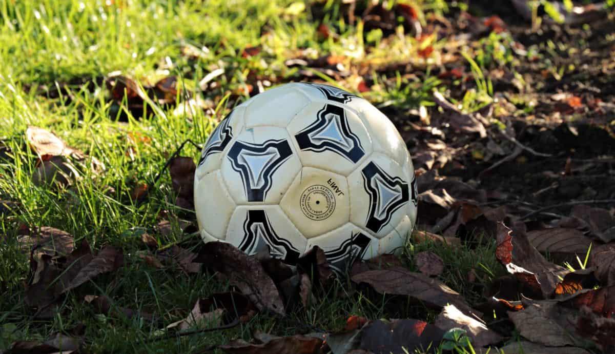 μπάλα ποδοσφαίρου, αθλητικά, πράσινο γρασίδι, έδαφος, εξοπλισμό, παιχνίδι