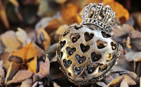 metal, crown, nature, jewelry, leaf, still life, autumn