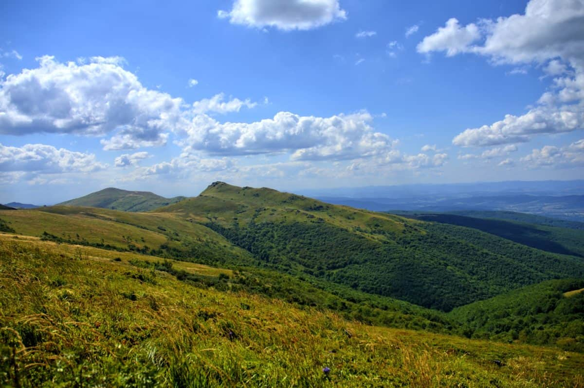 ladera, montaña, naturaleza, paisaje, nube, cielo azul, césped, al aire libre