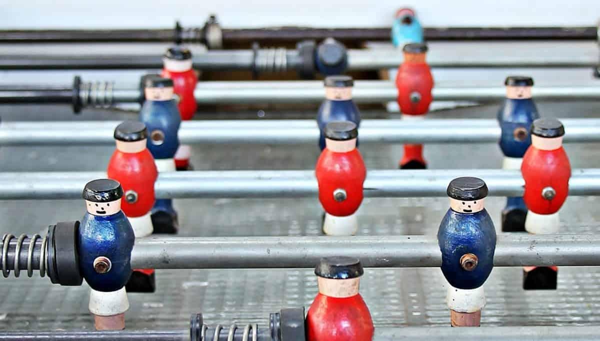 επιτραπέζιο ποδόσφαιρο παιχνίδι, διασκέδαση, αντικείμενο, πολύχρωμα, διακόσμηση, ξύλο, μέταλλο