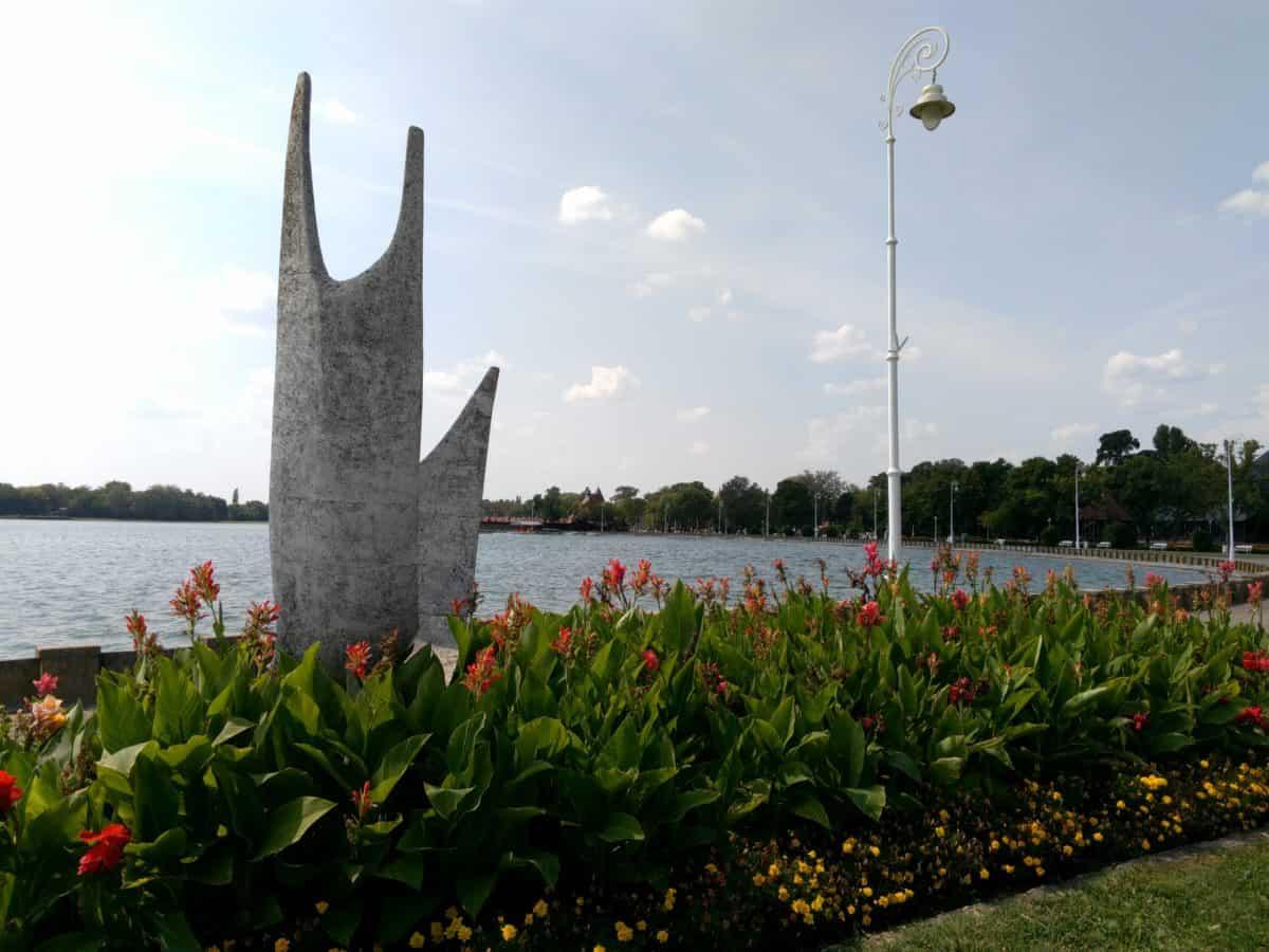 scultura, acqua, piante, lago Palic, cielo blu, paesaggio, all'aperto