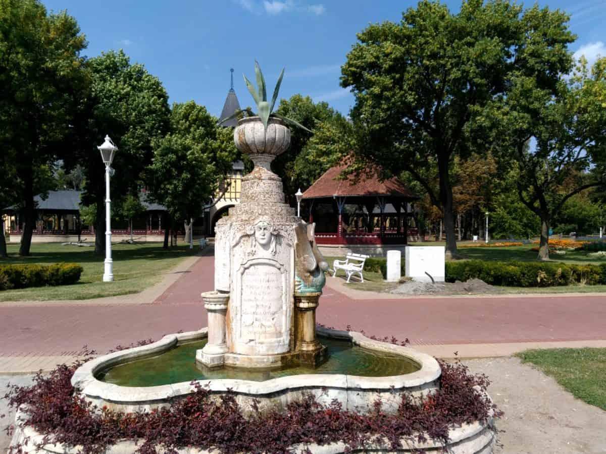 fontän, struktur, träd, blomma trädgård, landmark, exteriör, dagsljus, arkitektur