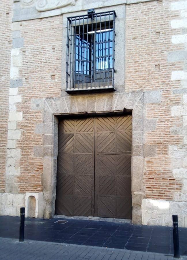 portello anteriore, costruzione, pavimentazione, muro di mattoni, esterno, via, urbano