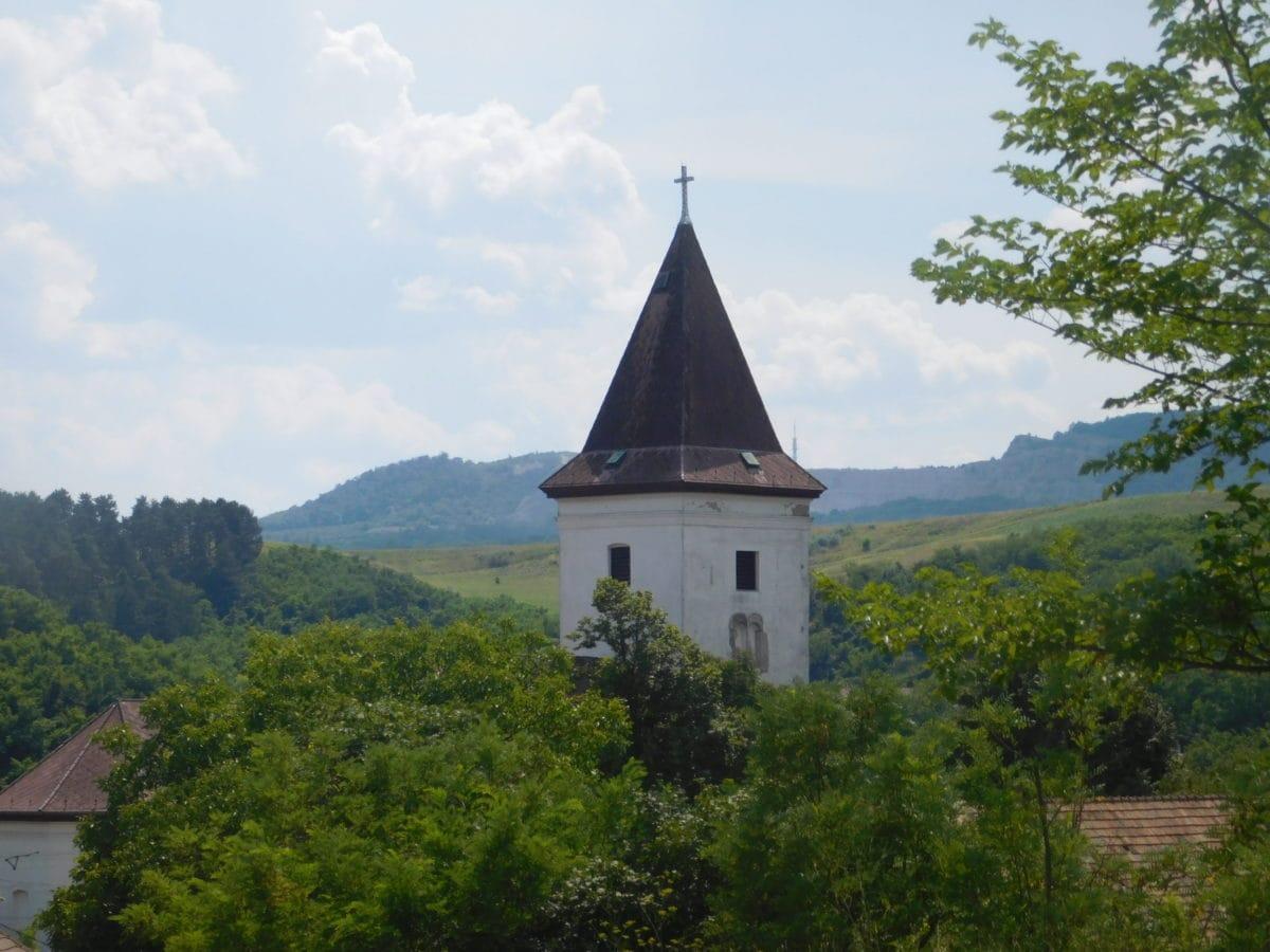 kirke, landsby, landskap, tårn, himmel, arkitektur, dagslys, tre, dagslys
