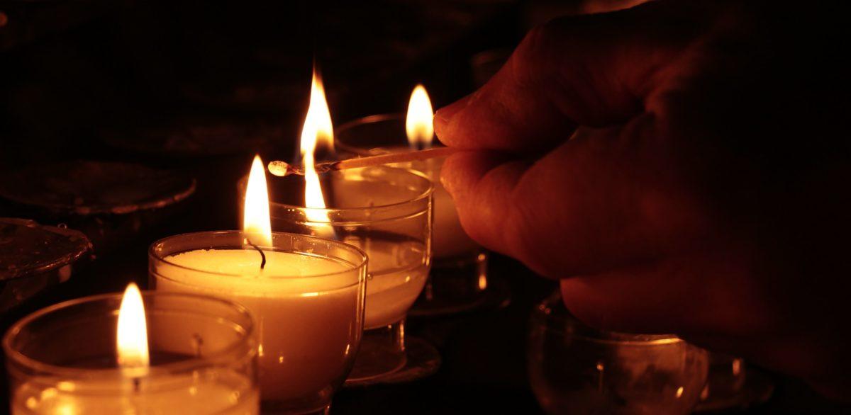 oscuro, vela, cera, luz de las velas, fuego, mano, oscuridad, sombra