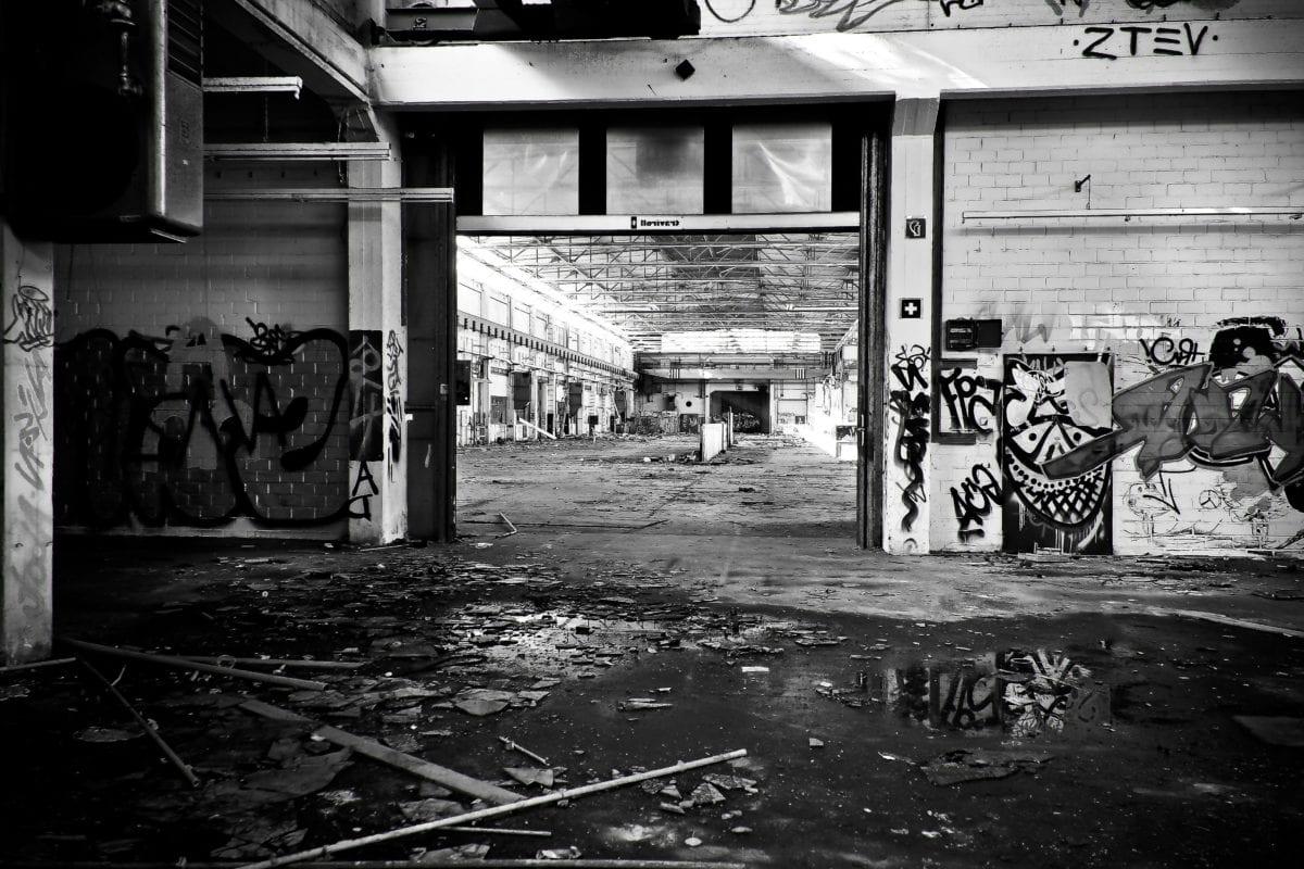 černobílý, graffiti, průmysl, továrna, staré, interiér, odpadky