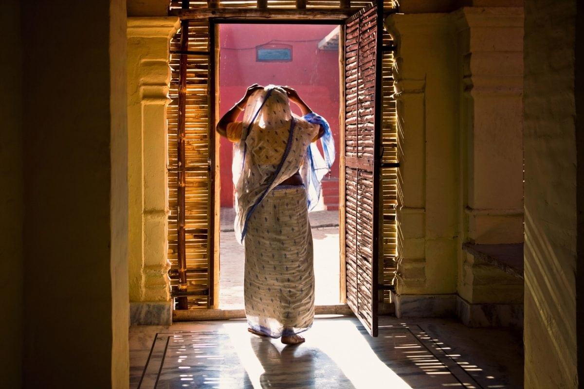 nainen, ovi, talo, sisustus, Aasia, puu, lattia, varjo, sisäänkäynti