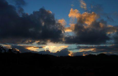 Dämmerung, Sonne, Sonnenaufgang, Dämmerung, dunkler Himmel, Landschaft, Berg, Atmosphäre