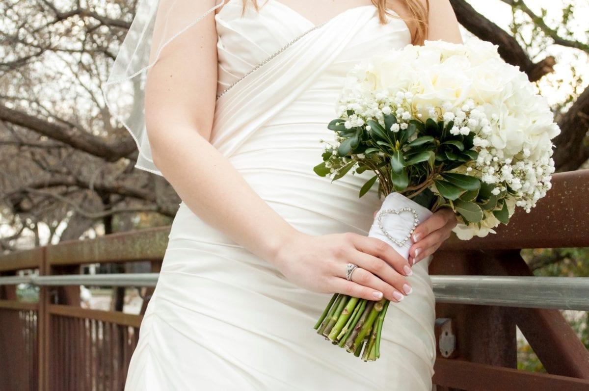 mariée, femme, nature, fleur blanche, arrangement, robe, bouquet