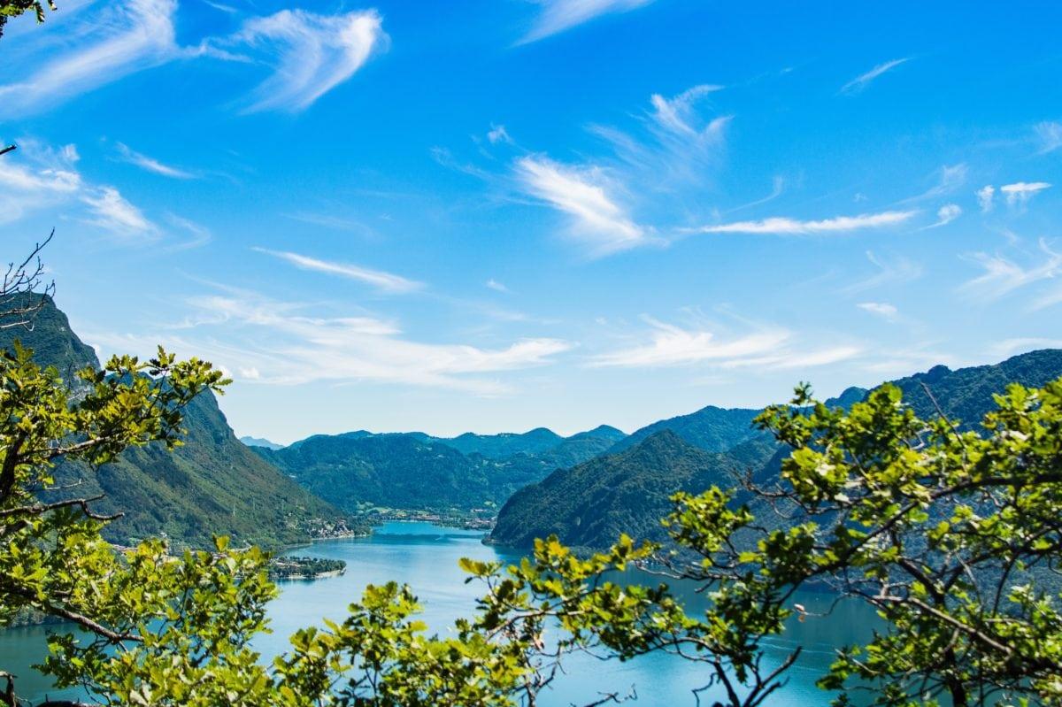voda, jezero, krajina, modrá obloha, příroda, strom, Hora, Les, léto
