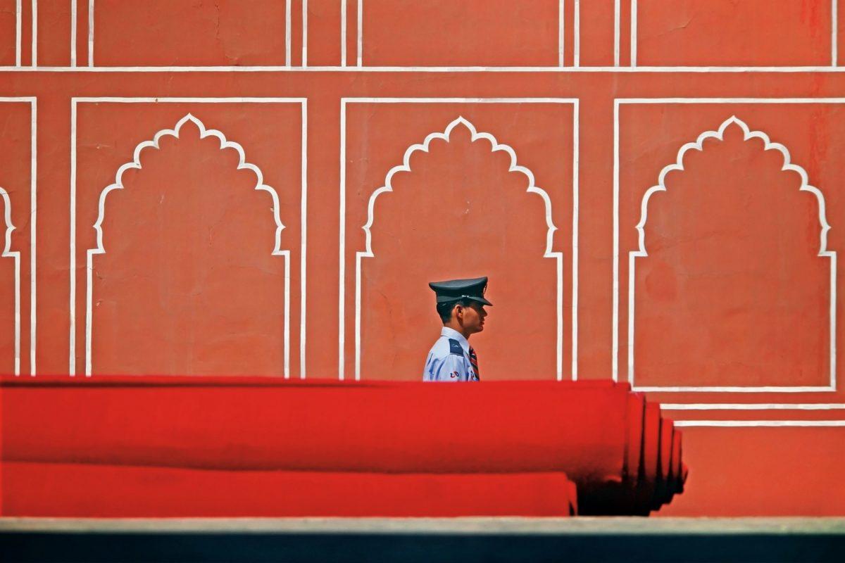 Architektur, Rot, Mann, Uniform, Offizier, Mütze, außen, Wand