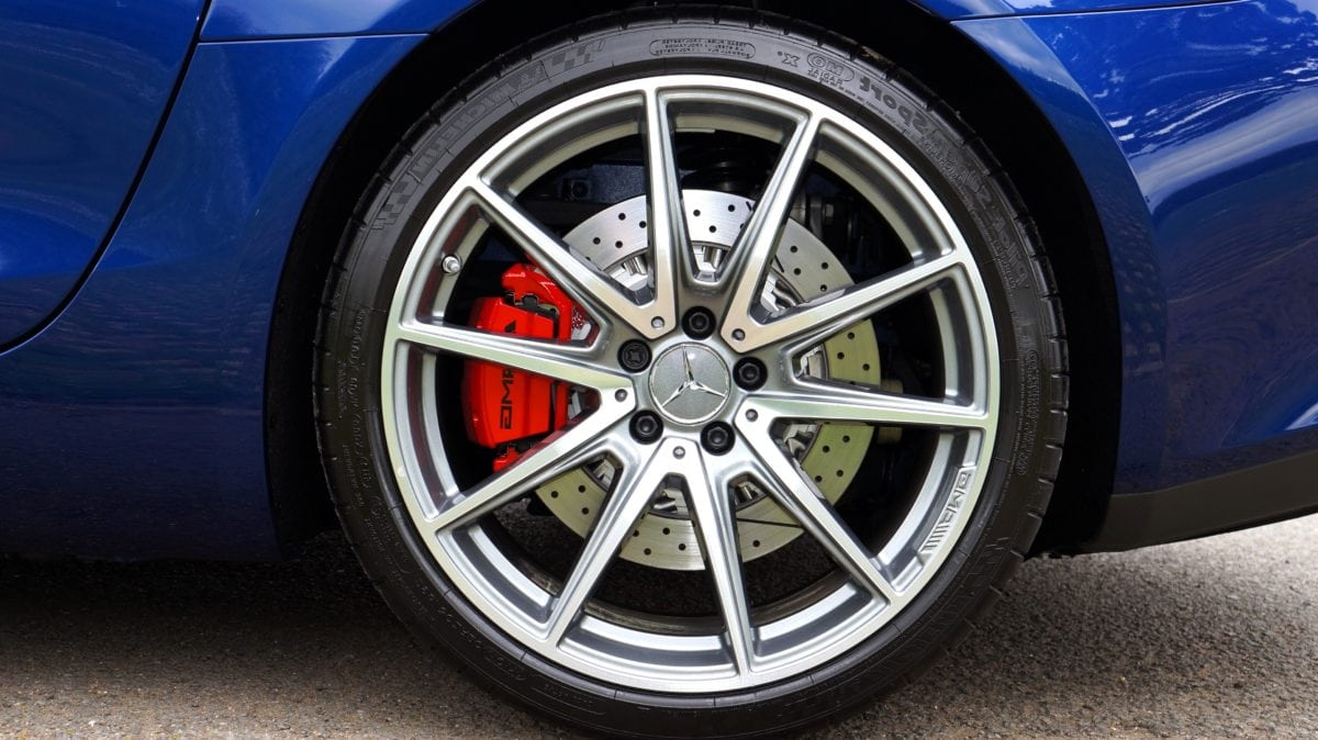 car rim, tire, vehicle, wheel, machine, car brake, automobile