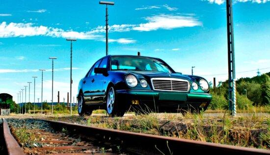 véhicule, voiture de luxe, route, transport, ciel bleu, voie ferrée, chemin de fer