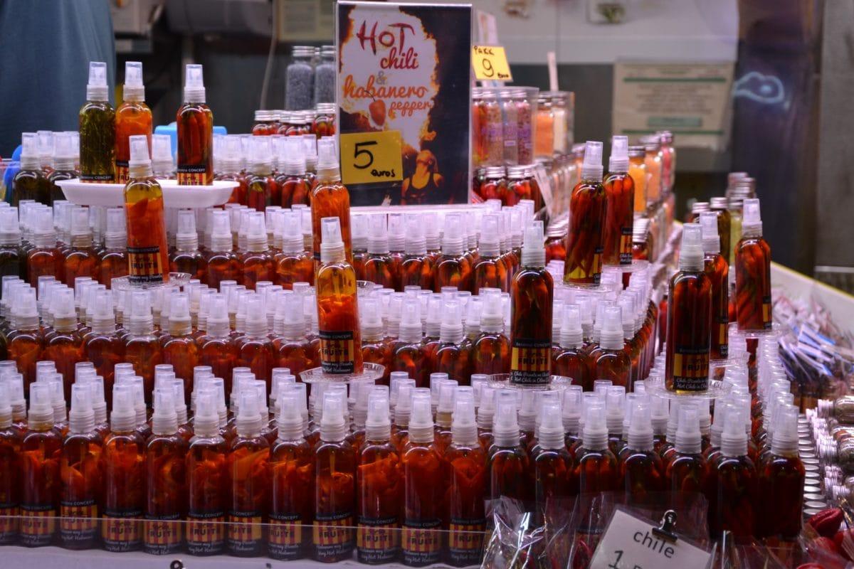 bottle, chili, chili sauce, shelf, supermarket, paprika
