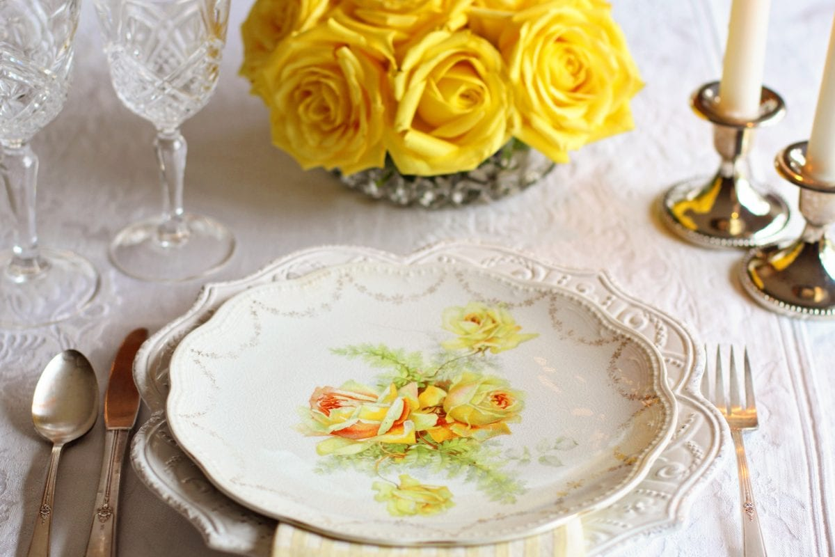 cvijet, vilica, stol, srebrno posuđe, keramika, hrana