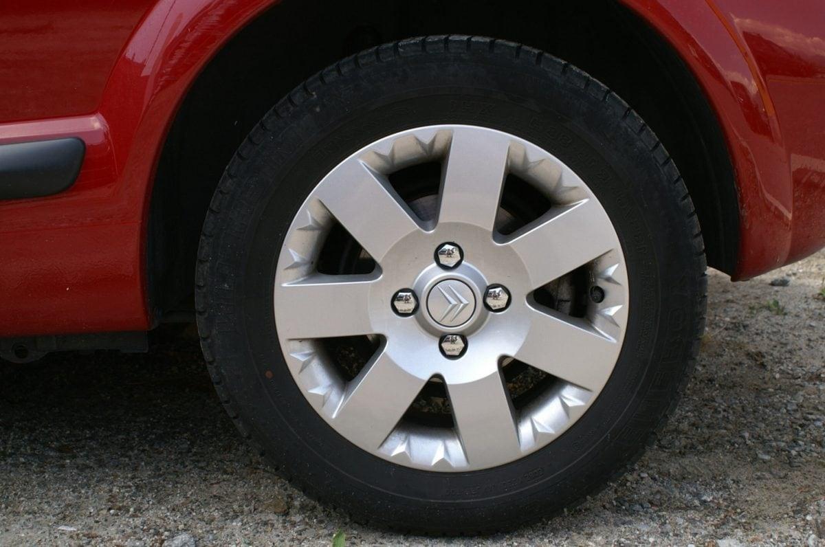 tire, race, vehicle, wheel, car rim, machine, asphalt, automobile