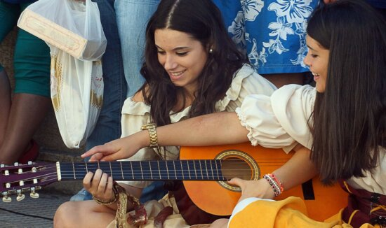 žena, akustická gitara, ľudia, hudobný nástroj, pekná holka, krásna, atraktívna, gitarista
