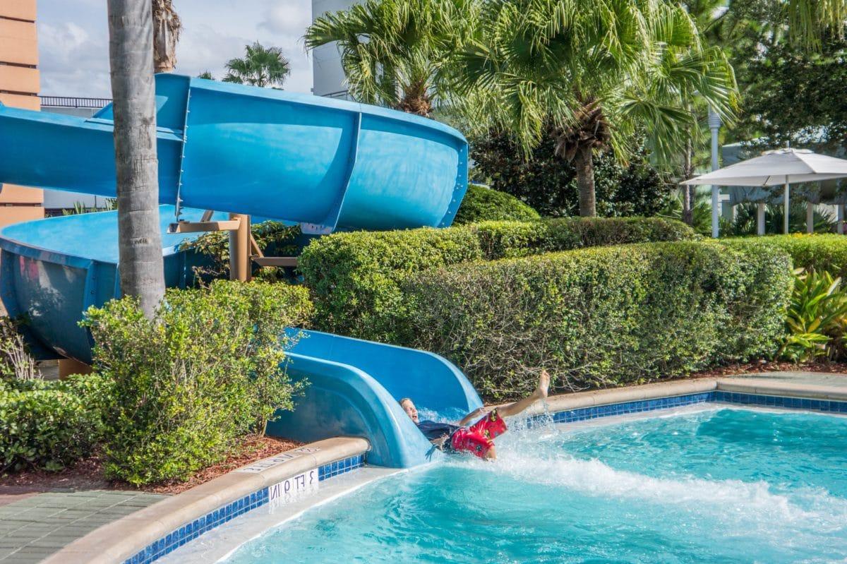 kind, jongen, zwemmen, zomer, water, zwembad, exterieur, boom, outdoor