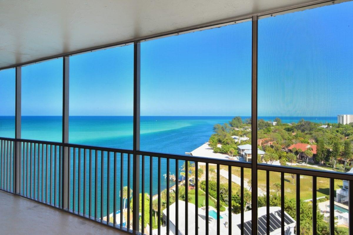 fenêtre, reflet, saison estivale, balcon, océan, plage, mer, eau, ciel