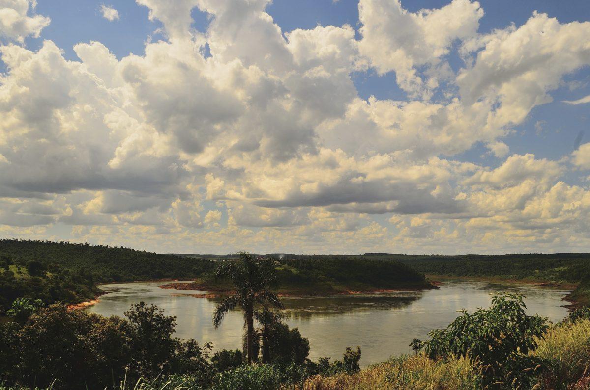 vesi, puu, maisema, pilvi, päivän valo, päivä, järvi, sininen taivas, ulkoilu