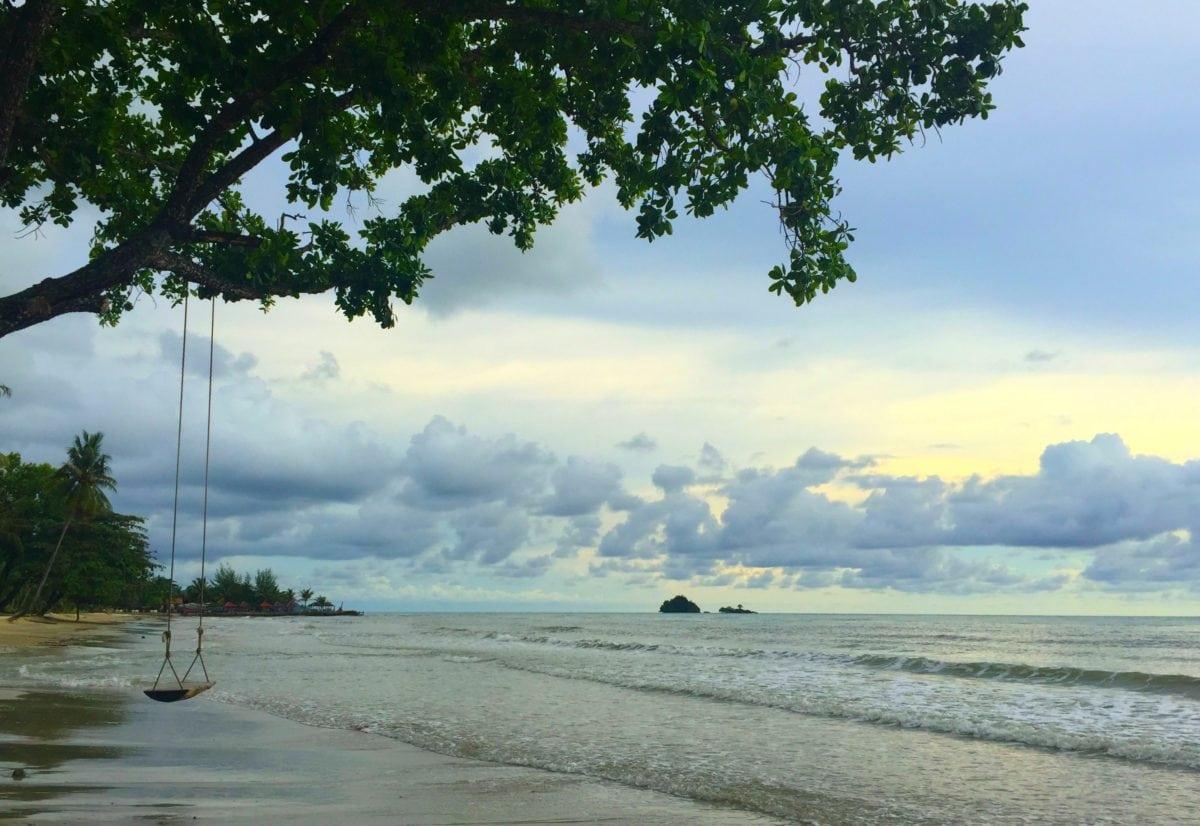 træ, tropisk ø, sand, sommer, natur, himmel, landskab, vand, strand, kyst