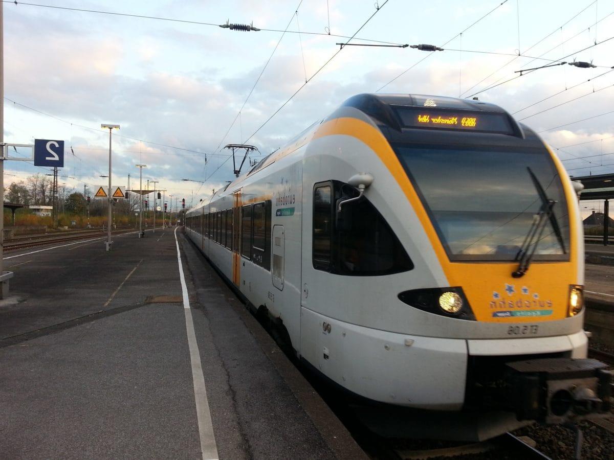 สถานีรถไฟ, รถไฟ, รถไฟอ, แพลตฟอร์ม, การจราจร, เขตเมือง