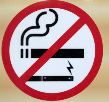 Tupakointi merkki, merkki, rajoitus, vaara, symboli