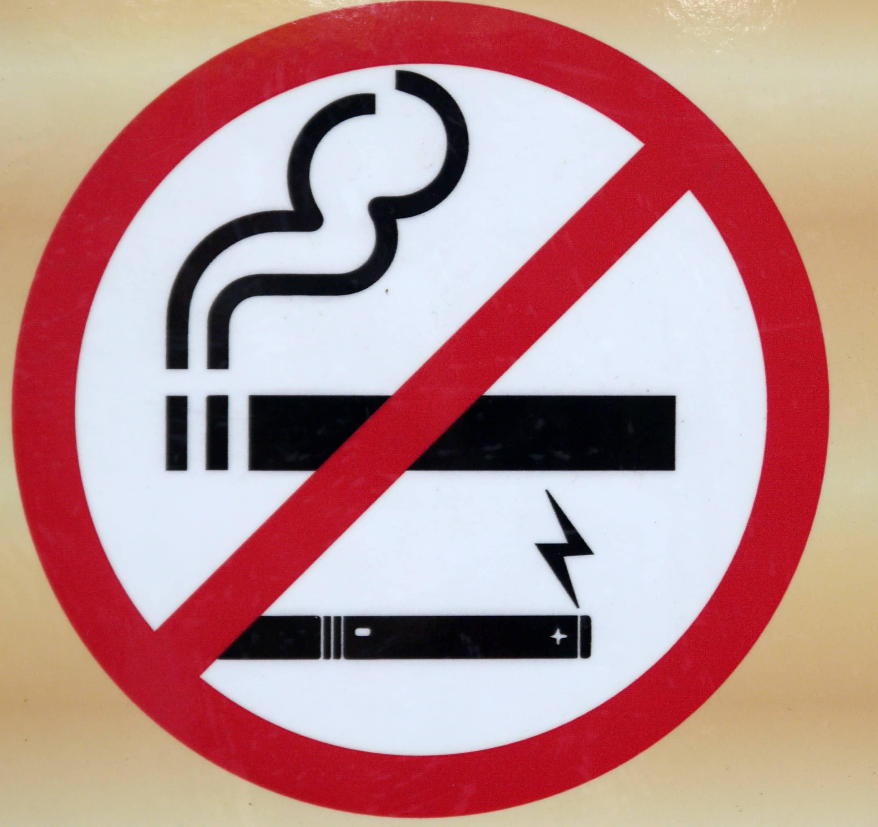 a dohányzás veszélyt jelent)