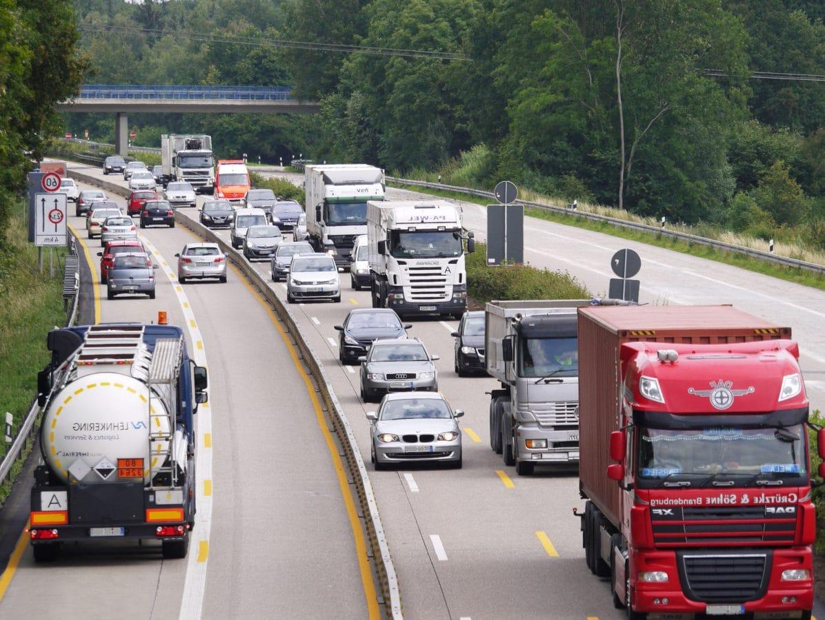 κυκλοφορίας, φορτηγό φορτίου, άσφαλτος, γρήγορα, όχημα, ανταγωνισμός, αυτοκίνητο, κίνηση, δρόμος