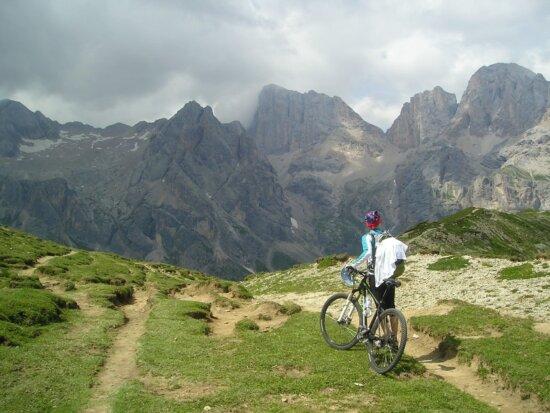 mountain biking, sport, person, bicycle, landscape, snow, outdoor, grass, sky