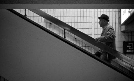 възрастни хора, Дядо, мъж, хора, структура, монохромен, град, архитектура