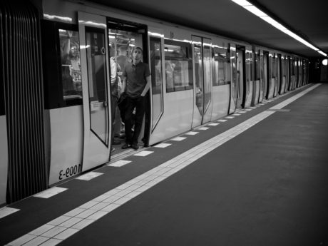 station de métro, urbain, zone urbaine, rue, train, transport, monochrome, locomotive