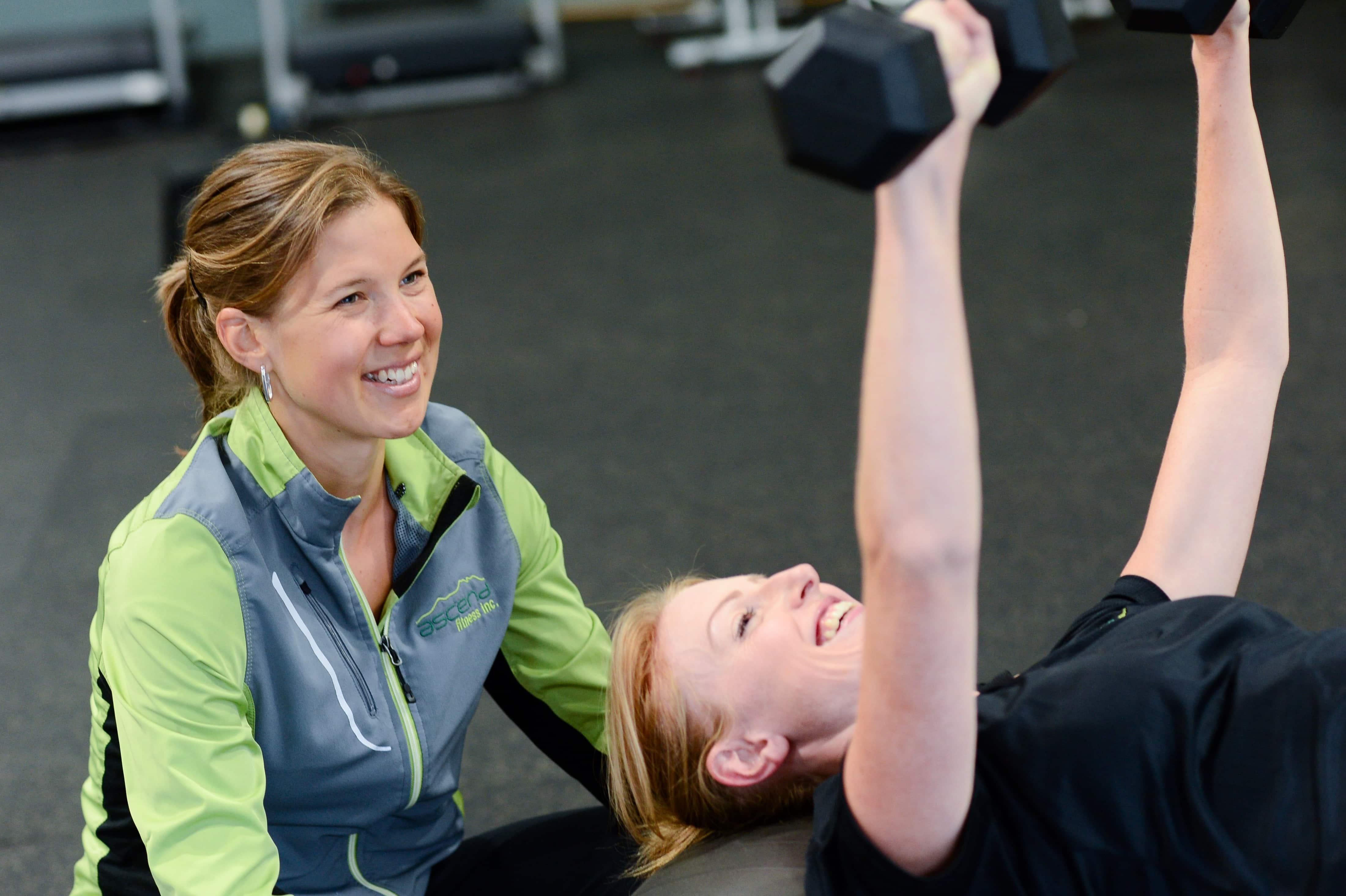 Imagen gratis: cuerpo, ejercicio, gimnasio, Guapa, mujeres, pesa de gimnasia, peso, hombre