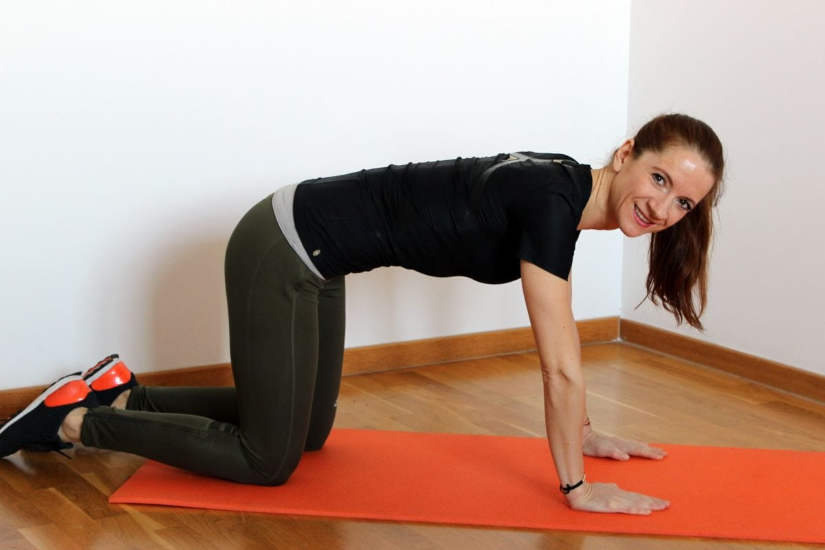 fitness, tornaterem, csinos lány, jóga, gyakorlat, nő, emberek, koncentráció