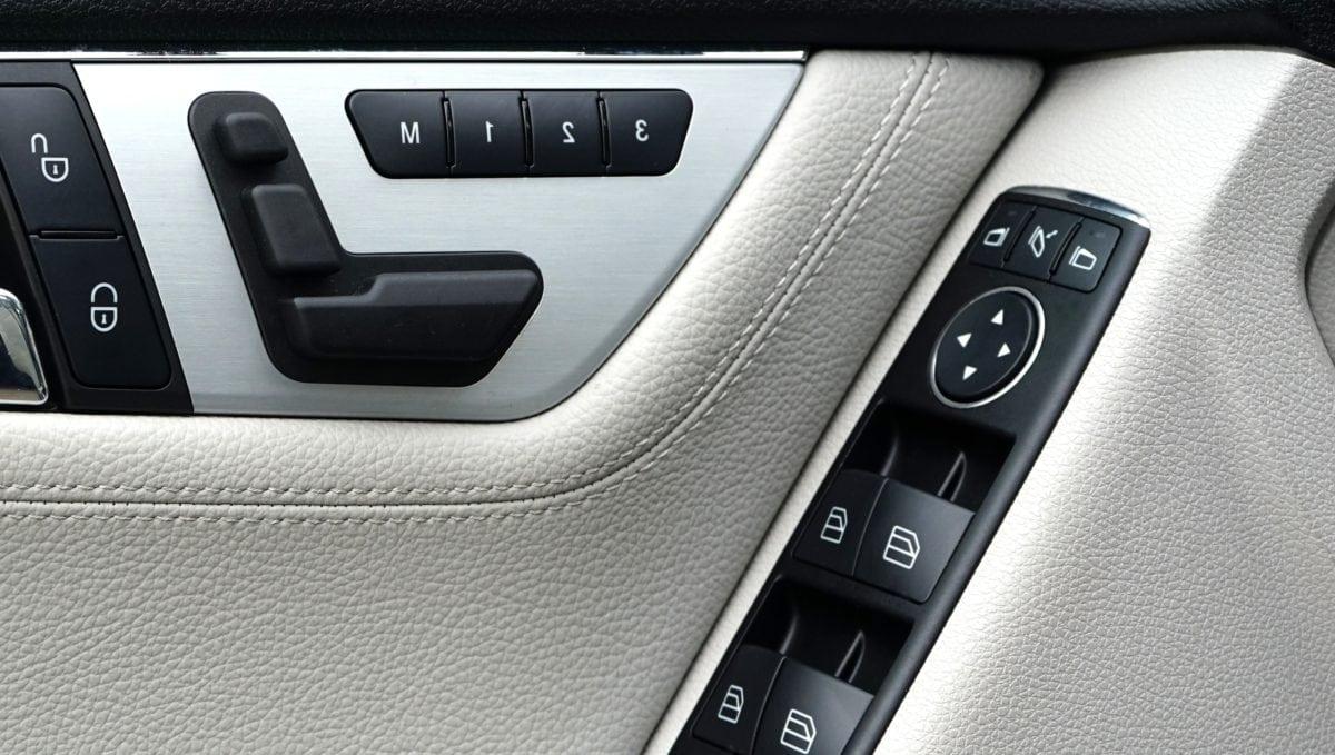 Auto, Auto-Kindersitz, Cockpit, Dashboard, Innendekoration, Tastatur, Fahrzeug, Technologie