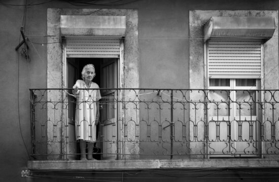 balkong, eksteriør, bestemor, pensjonist, arkitektur, bygge, folk, monokrom