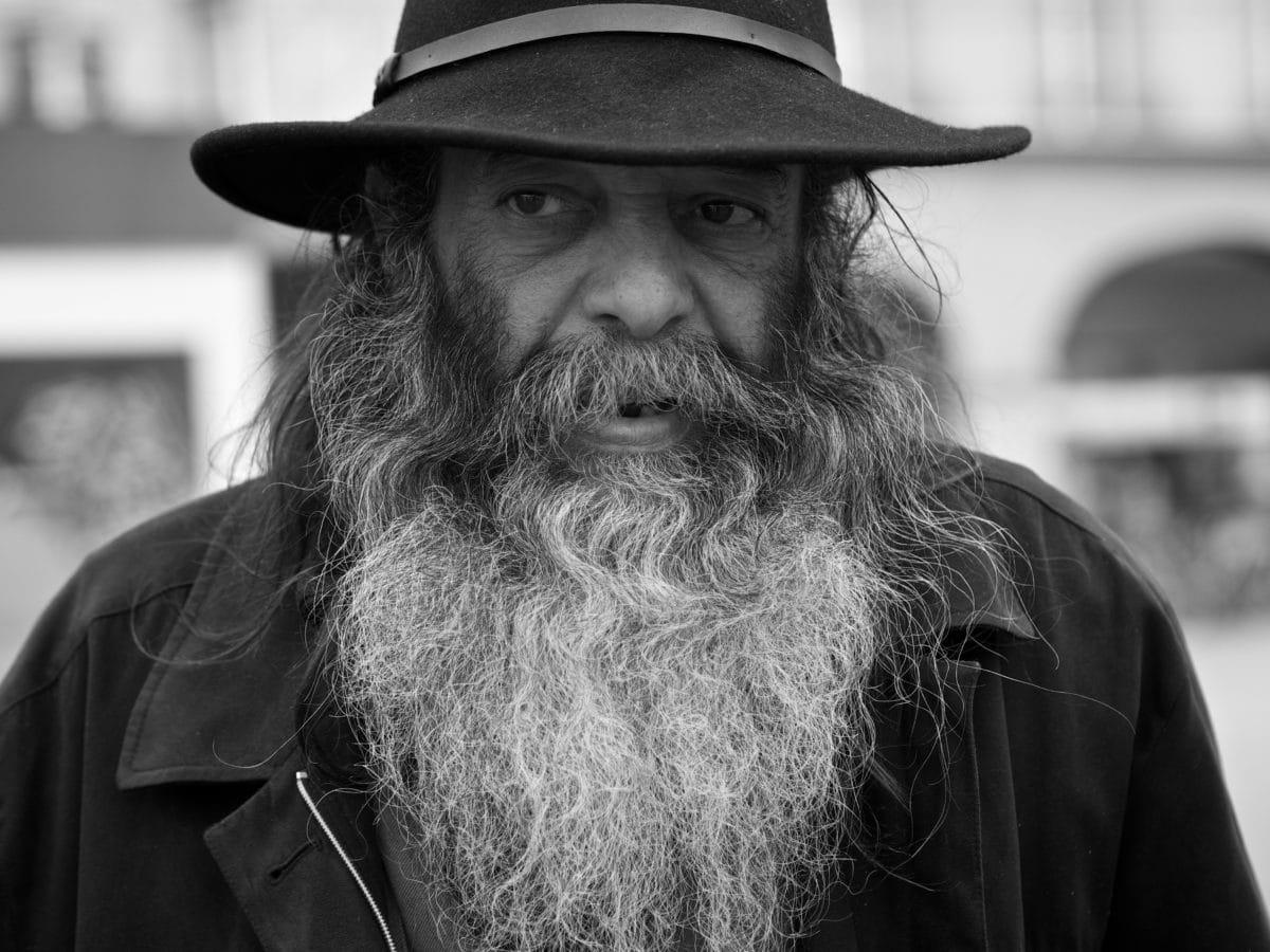 pălărie, monocrom, oameni, mustaţă, barba, om, portret, strada
