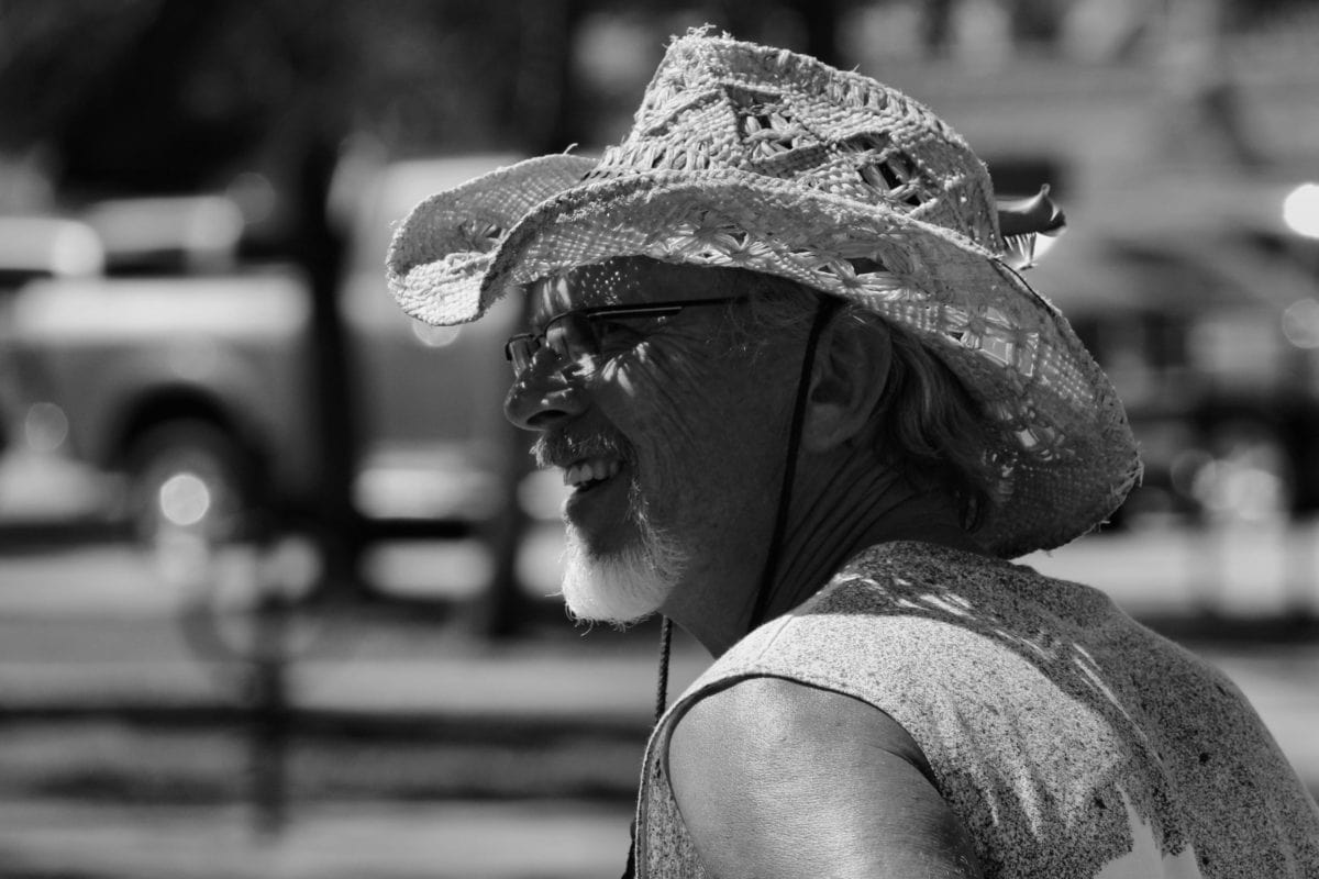 шапка, монохромен, облекло, улица, хора, портрет, мъж, град