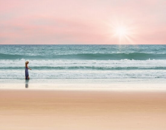 blonde Haare, Hübsches Mädchen, Sommersaison, Sonnenschein, am Meer, Meer, Sonne, Sand