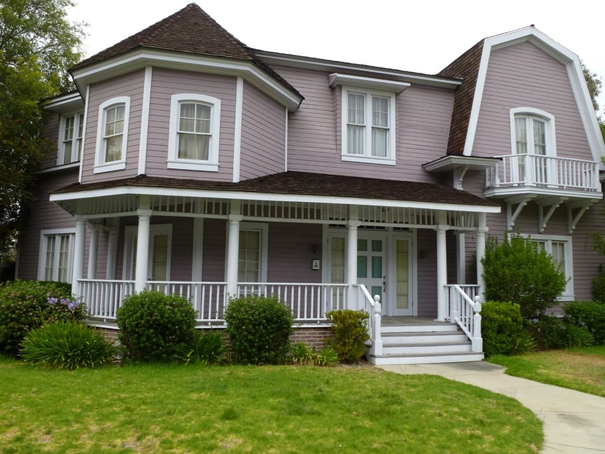 facade, front door, front porch, house, suburban, lawn, driveway, mortgage