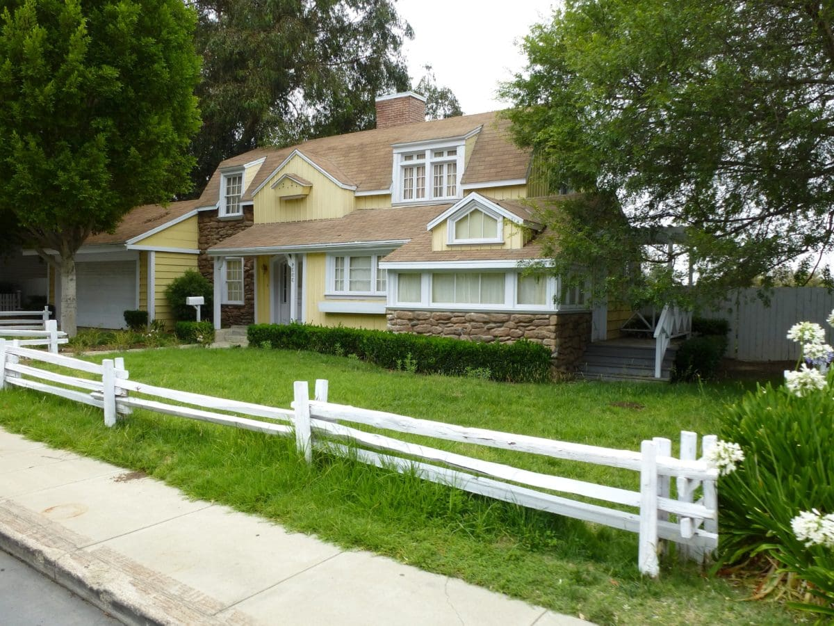 estate, lawn, driveway, home, architecture, picket fence, house, suburb