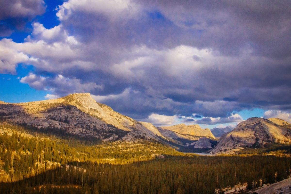 plavo nebo, oblačnost, oblačno vrijeme, planinski vrh, planine, krajolik, snijeg, oblak