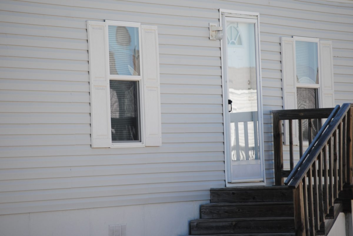 Gratis afbeelding buitenkant huis trap trap huis deur
