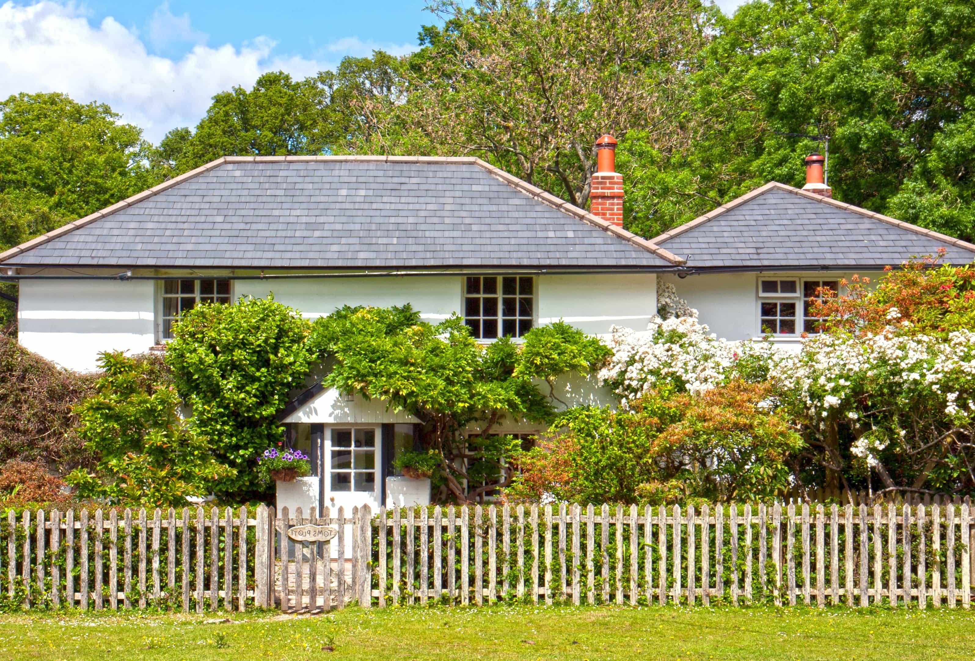 Kostenlose Bild Rasen Haus Immobilien Zaun Haus Barriere