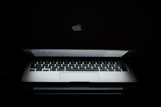 Calculator Apple, întunericul, umbra, calculator, calculator personal, calculator portabil, laptop, tastatura