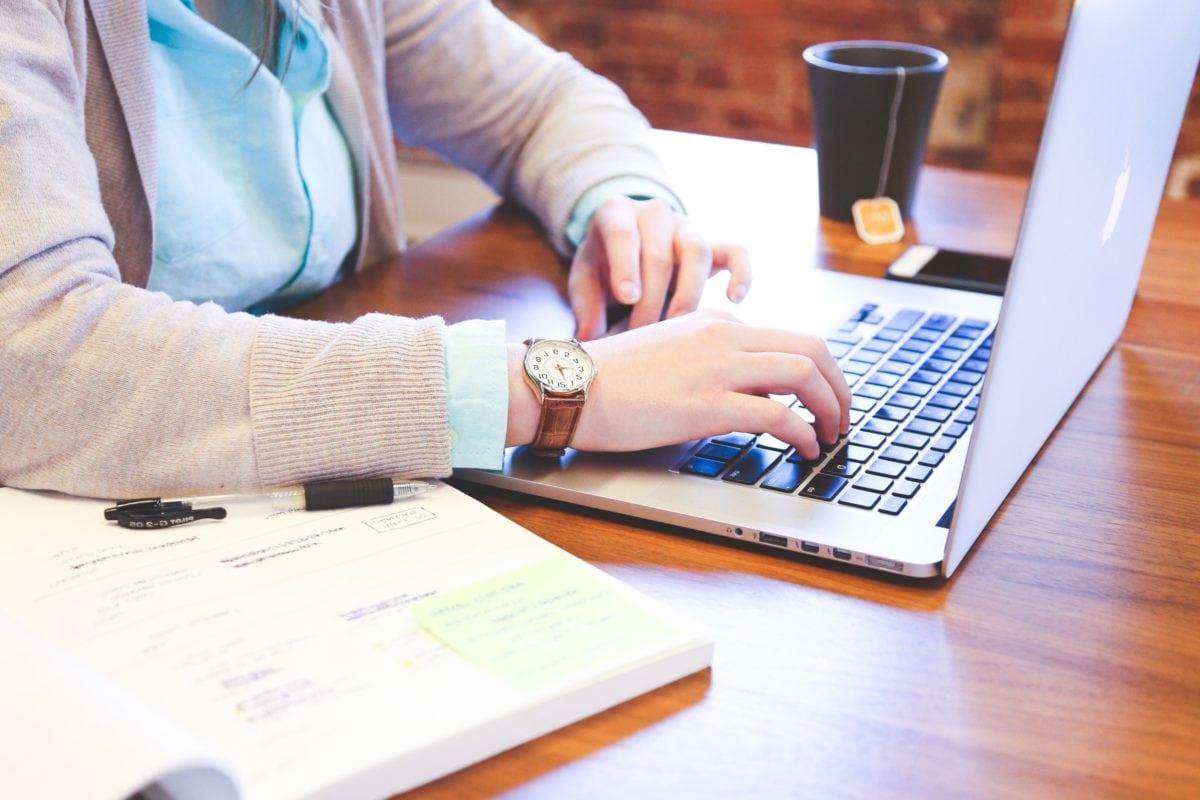 podnikateľ, hodiny, šálka kávy, programátor, Pracovná, prenosný počítač, počítač, podnikanie