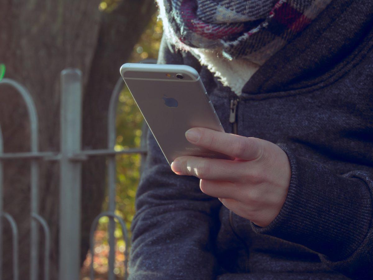 рука, мобильный телефон, люди, человек, женщина, Портрет, на открытом воздухе, Улица