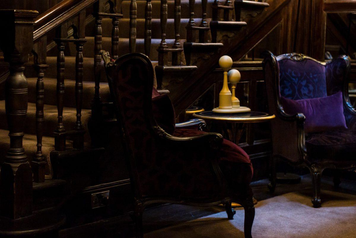 umbra, în interior, Cameră, scaun, scaun, mobilier, oameni, tabel