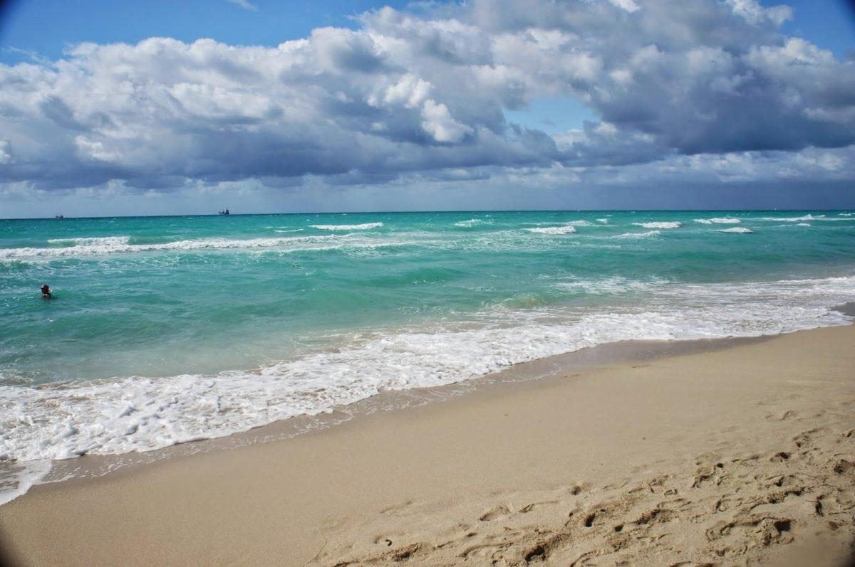 mooi weer, zwemmer, strand, surfen, barrière, water, zee, oceaan